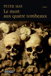 Le mort aux quatre tombeaux | May, Peter. Auteur
