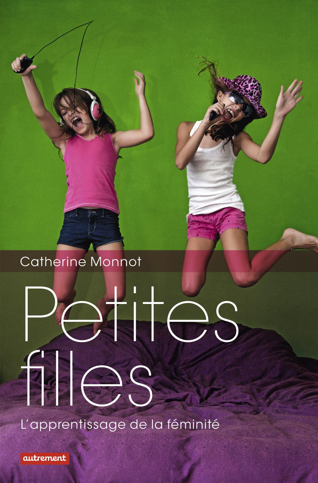Petites Filles, L'APPRENTISSAGE DE LA FÉMINITÉ