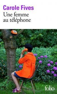 Une femme au téléphone |