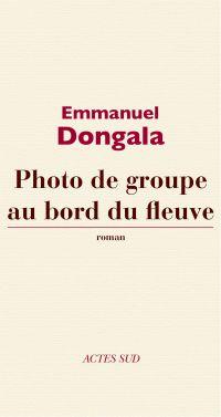 Photo de groupe au bord du fleuve | Dongala, Emmanuel (1941-....). Auteur